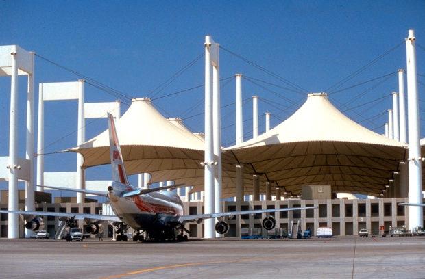 Hajj Terminal, S.O.M. Architects, Jeddah, Saudi Arabia, 1982. Image courtesy SOM. Image © Jay Langlois | Owens-Corning