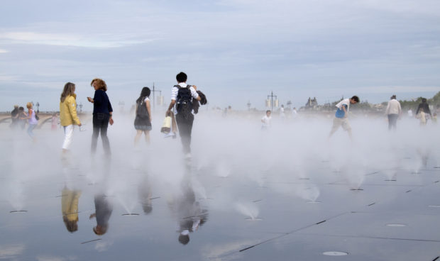 Miroir d'eau, Michel Corajoud, 2006, Bordeaux, France. Image courtesy of Tony Hisgett CC-BY-NC